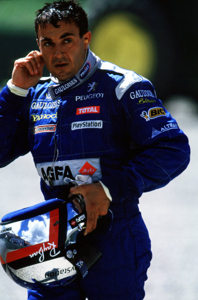 2000 Austrian Grand Prix.A1-Ring, Zeltweg, Austria.14-16 July 2000.Jean Alesi (Prost Peugeot) walks away after retiring, because he had a collision with his team mate Nick Heidfeld.World Copyright - LAT PhotographicFormat: 35mm Transparency