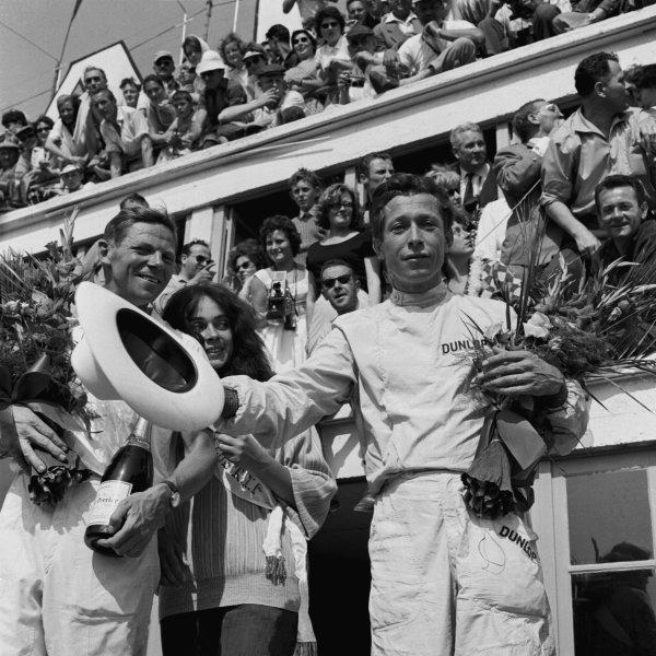 Le Mans, France. 25 - 26 June 1960.Olivier Gendebien / Paul Frere (Ferrari 250TR), 1st position, podiumWorld Copyright: LAT PhotographicRef: