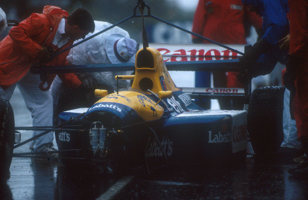 1991 Australian Grand Prix.Adelaide, Australia.1-3 November 1991.Marshals get Nigel Mansel's Williams FW14 Renault chassis off the track after his crash into the wall, when he aquaplaned on lap 16.Ref-91 AUS 07.World Copyright - LAT Photographic