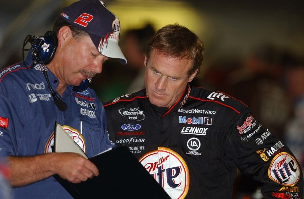 2002 NASCAR,Charlotte Motor Speedway,North Carolina, USA, UAW-GM Qualty 500, October 10-13 2002 USA-Rusty Wallace going over practice setups,Copyright-Robt LeSieur2002LAT Photographic