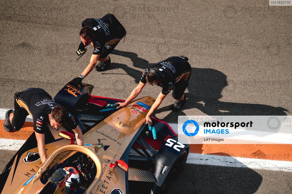 Mechanics push Jean-Eric Vergne (FRA), DS Techeetah, DS E-Tense FE20 back into the garage