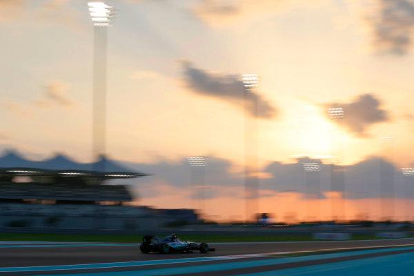 Yas Marina Circuit, Abu Dhabi, United Arab Emirates. Friday 27 November 2015. Nico Rosberg, Mercedes F1 W06 Hybrid. World Copyright: Charles Coates/LAT Photographic ref: Digital Image _99O6926