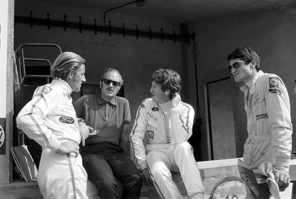 Team Lotus Monza 1969, L to R: Graham Hill(GBR), Colin Chapman(GBR) Lotus Boss, Jochen Rindt(AUT) and John Miles(GBR) Italian GP, Monza, 8 September 1969