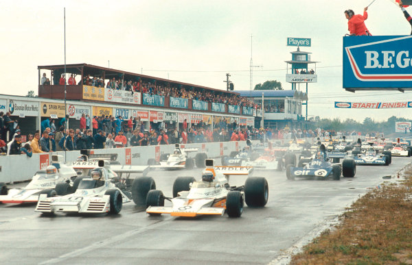 1973 Canadian Grand Prix.Mosport Park, Ontario, Canada.21-23 September 1973.Carlos Reutemann (Brabham BT42 Ford) leads Peter Revson and Jody Scheckter (both McLaren M23 Ford's) at the start.Ref-73 CAN 05.World Copyright - LAT Photographic