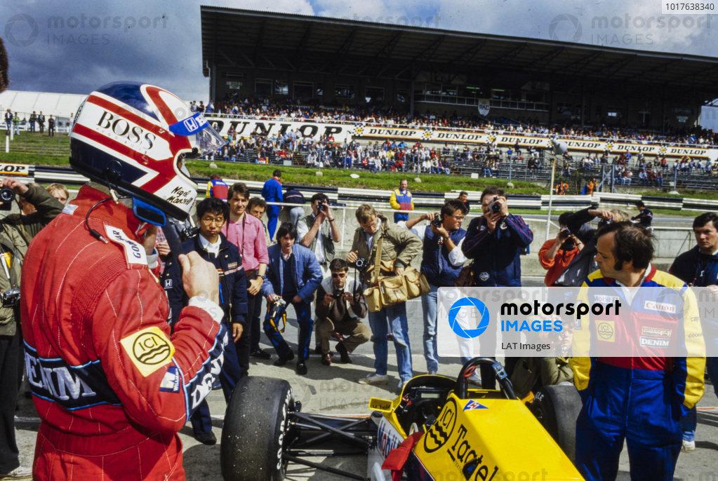 Nigel Mansell, preparing to step into his Williams FW10 Honda.