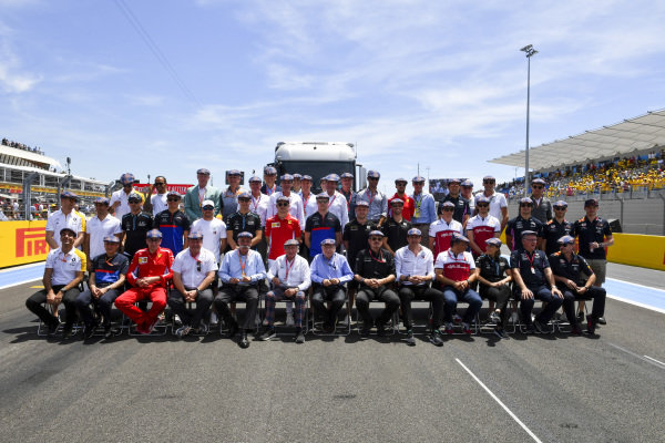 Drivers, team principals and officials gather wearing flat caps in honour of the recent birthday of Sir Jackie Stewart, 3-time F1 Champion