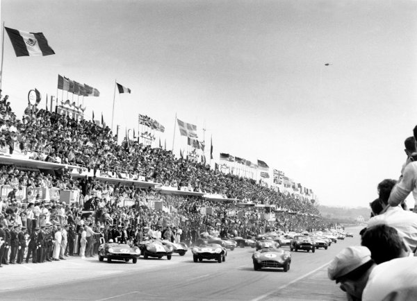 Le Mans, France. 20-21 June 1959.Start of the race, action.World Copyright: LAT PhotographicRef: 580#23a