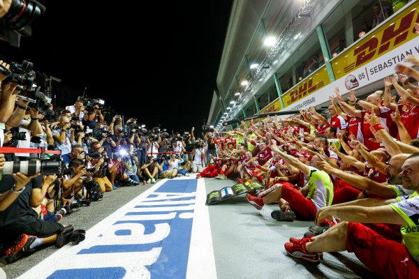 Marina Bay Circuit, Singapore. Sunday 20 September 2015. Sebastian Vettel, Ferrari, 1st Position, Kimi Raikkonen, Ferrari, 3rd Position, and the Ferrari team celebrate a double podium result. World Copyright: Alastair Staley/LAT Photographic ref: Digital Image _R6T7573