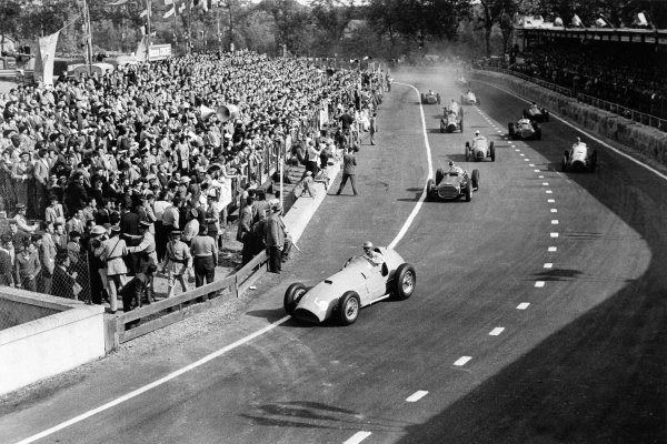 1953 Grand Prix d'Albi.Albi, France. 31 May 1953.Louis Rosier (Ferrari 375) leads Juan Manuel Fangio (BRM P15), Maurice Trintignant (Gordini 16), Tom Cole (Cooper T23-Bristol), Ken Wharton (BRM P15) and Elie Bayol (OSCA 20) at the start, action.World Copyright: LAT PhotographicRef: Autosport b&w print. Published: Autosport, 5/6/1953 p710
