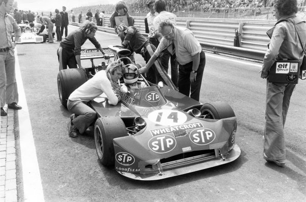 1973 Dutch Grand Prix.Zandvoort, Holland. 29 July 1973.Roger Williamson, March 731-Ford, fatal accident, in the pits with Max Mosley and Tom Wheatcroft (right).World Copyright: Motor/LAT Photographic
