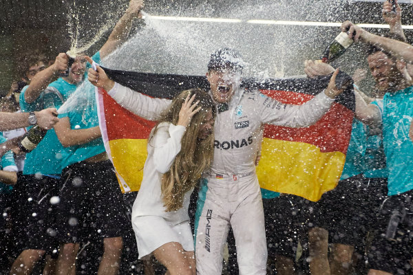 Yas Marina Circuit, Abu Dhabi, United Arab Emirates. Sunday 27 November 2016. Nico Rosberg, Mercedes AMG, newly crowned World Champion, celebrates with his wife Vivian and his team. World Copyright: Steve Etherington/LAT Photographic ref: Digital Image SNE21274