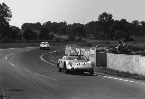 Le Mans, France. 10th - 11th June 1961.Masten Gregory/Bob Holbert (Porsche RS61 Spyder), 5th position, action. World Copyright: LAT Photographic.Ref:  9219N - 8A.