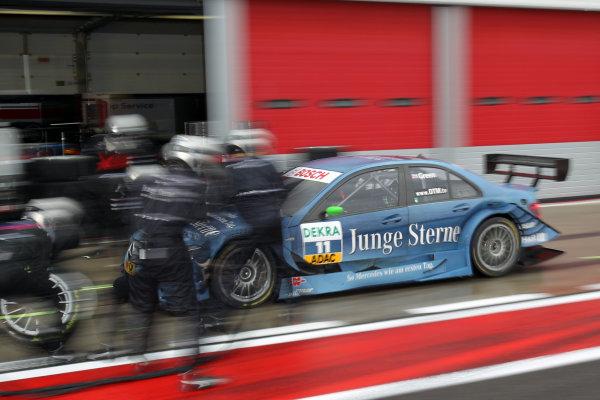 Pit stop for Jamie Green (GBR), Junge Sterne AMG Mercedes, Junge Sterne AMG Mercedes C-Klasse (2008).DTM, Rd10, Adria International Raceway, Italy. 29-31 October 2010 World Copyright: LAT Photographicref: dne1031oc118