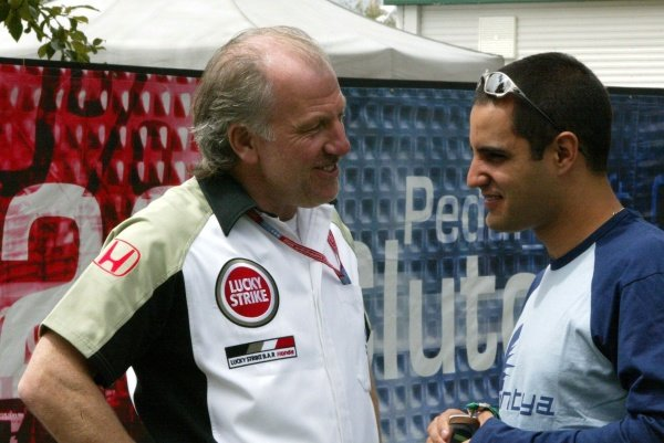 L-R: David Richards (GBR) BAR Team Principal talks with Juan Pablo Montoya (COL) Williams. 