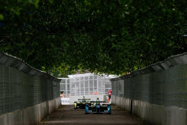 2014/2015 FIA Formula E Championship. London ePrix, Battersea Park, London, United Kingdom. Sunday 28 June 2015 Jarno Trulli (ITA)/Trulli Racing - Spark-Renault SRT_01E leads Nelson Piquet Jr (BRA)/China Racing - Spark-Renault SRT_01E  Photo: Zak Mauger/LAT/Formula E ref: Digital Image _L0U9414