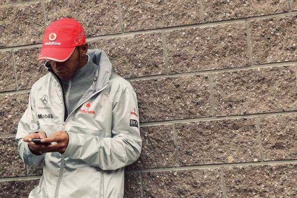 Lewis Hamilton (GBR) McLaren on his mobile phone. Formula One World Championship, Rd 17, Korean Grand Prix, Race Day, Korea International Circuit, Yeongam, South Korea, Sunday 24 October 2010.