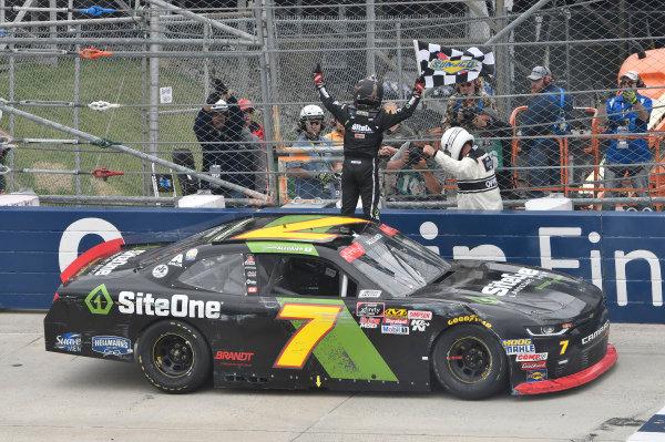 #7: Justin Allgaier, JR Motorsports, Chevrolet Camaro SiteOne Landscape Supply, wins in Dover