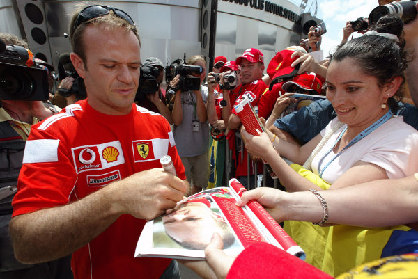 2004 United States Grand Prix - Thursday,Indianapolis, USA. 17th June 2004 Rubens Barrichello, Ferrari F2004, signs autographs for the fans.World Copyright: Steve Etherington/LAT Photographic ref: Digital Image Only