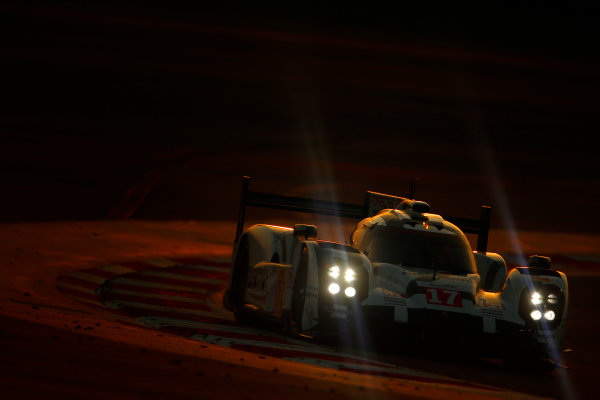 2015 FIA World Endurance Championship Bahrain 6-Hours Bahrain International Circuit, Bahrain Saturday 21 November 2015. Timo Bernhard, Mark Webber, Brendon Hartley (#17 LMP1 Porsche AG Porsche 919 Hybrid). World Copyright: Alastair Staley/LAT Photographic ref: Digital Image _79P1233