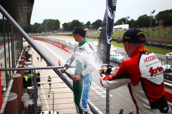 Kiern Jewiss (GBR) Douglas Motorsport BRDC F3 and Johnathan Hoggard (GBR) Fortec Motorsports BRDC F3