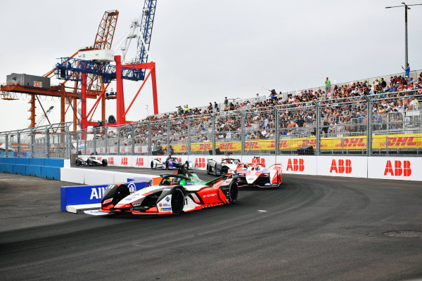 Lucas Di Grassi (BRA), Audi Sport ABT Schaeffler, Audi e-tron FE07, leads Alex Lynn (GBR), Mahindra Racing, M7Electro