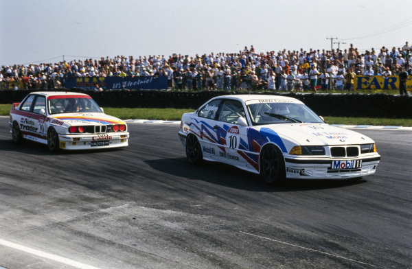 Tim Sugden, M Team Mobil, BMW 318is, leads Sean Walker, Techspeed Racing, BMW M3.