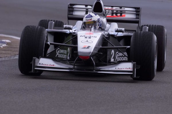 2000 British Grand Prix.Silverstone, England. 21-23 April 2000.David Coulthard (McLaren MP4/15 Mercedes) 1st position.World Copyright - LAT Photographic