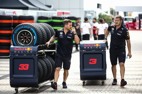 Red Bull Racing mechanics with tyres for Daniel Ricciardo, Red Bull Racing and Max Verstappen, Red Bull Racing