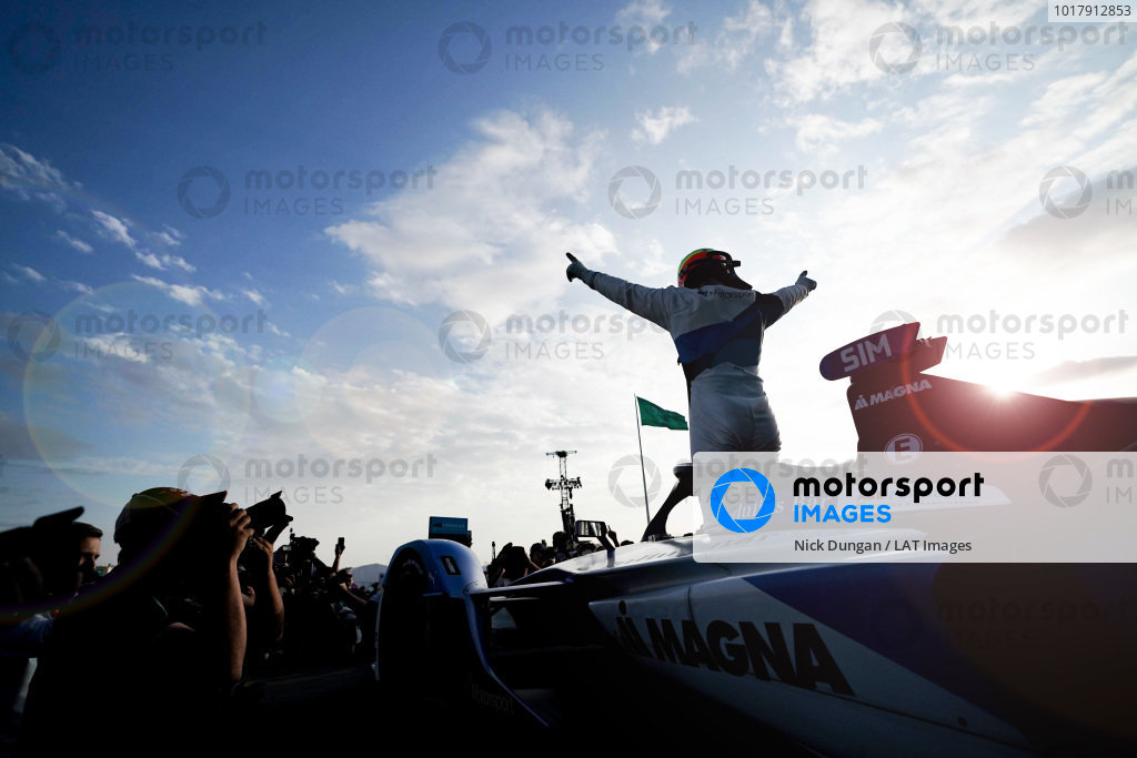 Alexander Sims (GBR) BMW I Andretti Motorsports, 1st position