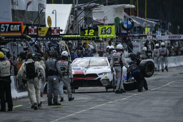 #25 BMW Team RLL BMW M8 GTE, GTLM: Tom Blomqvist, Connor De Phillippi Pit Stop