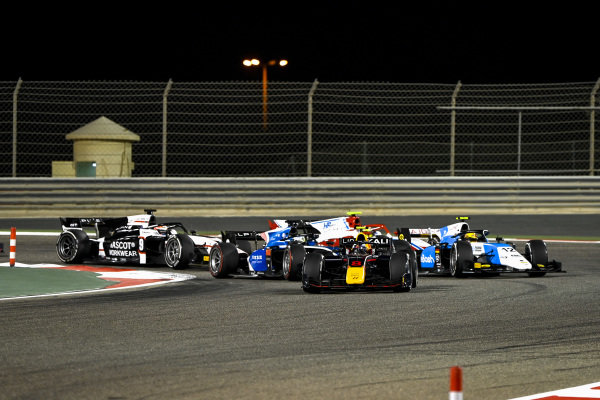 Juri Vips (EST, Hitech Grand Prix), leads Guanyu Zhou (CHN, Uni-Virtuosi Racing), Lirim Zendeli (DEU, MP Motorsport), Oscar Piastri (AUS, Prema Racing), Christian Lundgaard (DNK, ART Grand Prix), and the rest of the field at the start