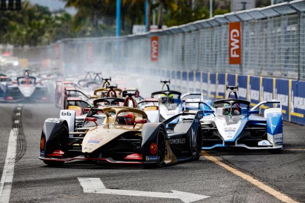 Jean-Eric Vergne (FRA), DS TECHEETAH, DS E-Tense FE19, leads Daniel Abt (DEU), Audi Sport ABT Schaeffler, Audi e-tron FE05, and Antonio Felix da Costa (PRT), BMW I Andretti Motorsports, BMW iFE.18